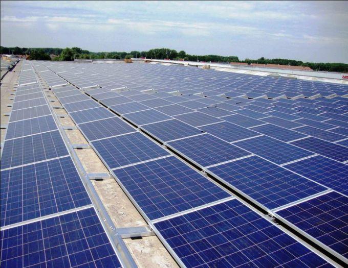 Theo đó tỉnh Ninh Thuận là địa phương có tiềm năng điện mặt trời rất lớn, thu hút khoảng 140 dự án. Tiếp theo là tỉnh Ninh Thuận khoảng 100 dự án, Đắk Lắk 13 dự án và Khánh Hòa 12 dự án… Trong số này, có nhiều dự án quy mô đầu tư lớn như dự án điện mặt trời công suất hơn 2.000 MW của Tập đoàn Thiên Tân đầu tư tại tỉnh Ninh Thuận và Quảng Ngãi. Tập đoàn Xuân Cầu đầu tư khoảng 2.000 MW ở Tây Ninh, Tập đoàn TH True-Milk và Công ty Xuân Thiện đầu tư các dự án điện mặt trời tại tỉnh Đắk Lắk với công suất đặt khoảng 3.000 MW. Về phía ngành điện, hiện Tập đoàn Điện lực Việt Nam (EVN) cũng đang tiến hành đầu tư gần 20 dự án với tổng công suất đặt khoảng 2.000 MW tại các tỉnh Khánh Hòa, Kon Tum, Ninh Thuận, Bình Thuận, Đồng Nai… Các chuyên gia trong lĩnh vực năng lượng cho rằng với tiềm năng to lớn và sự quan tâm của Chính phủ đến nguồn năng lượng này cụ thể là việc ban hành cơ chế giá điện mặt trời tại Quyết định số 11 của Chính phủ vào tháng 6 và có hiệu lực vào tháng 9/2017 thì con số 12.000 MW công suất nguồn điện mặt trời có thể đạt được.